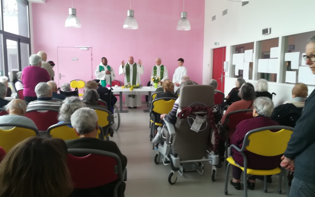 Mgr Mousset célèbre la messe au Plantier