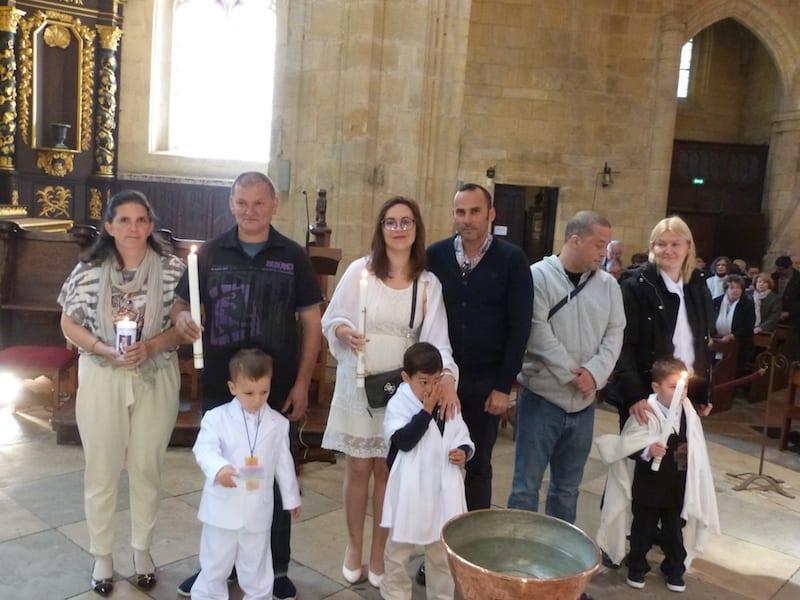 Les baptêmes de la messe des famille
